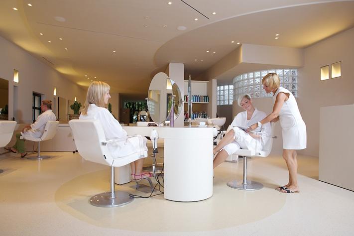 Openingscampagne beauty by deswarte kappers fotoshoot grafisch ontwerp - Kleursalon ontwerp ...
